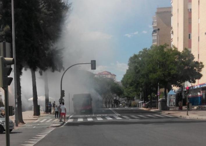 Autobús ardiendo, Ronda de Triana.0jpg