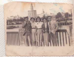 Mis padres en el Puente San Telmo con herejia salud y reyes