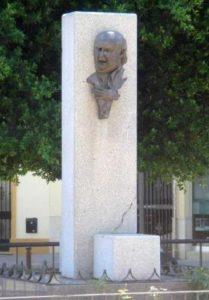 Actual monumento a Naranjito de Triana.
