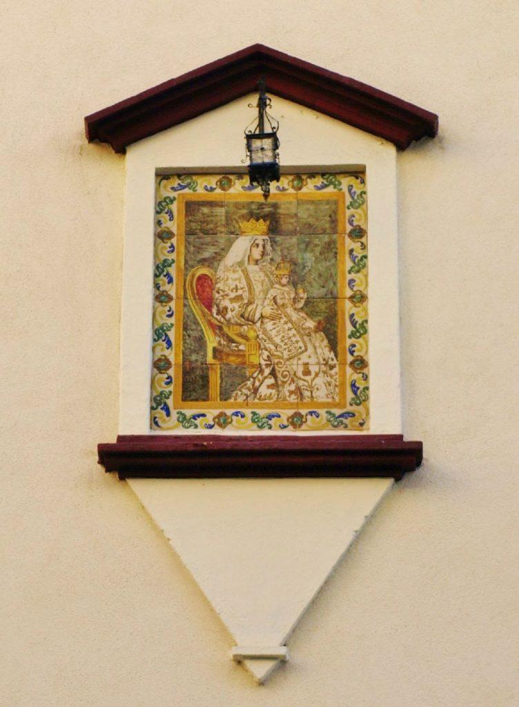 Virgen de los Reyes, (frente a jardines de Murilo)