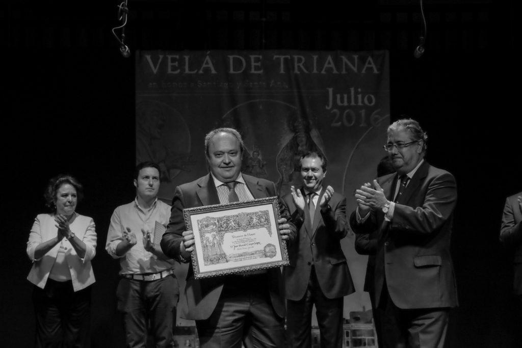 José Manuel Campos (su hijo recoge el premio)
