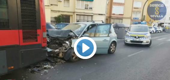 Triana accidente-coche-autobus