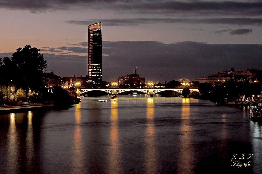Sevilla, Puente de Triana, Torre Sevilla, Jesús Daza