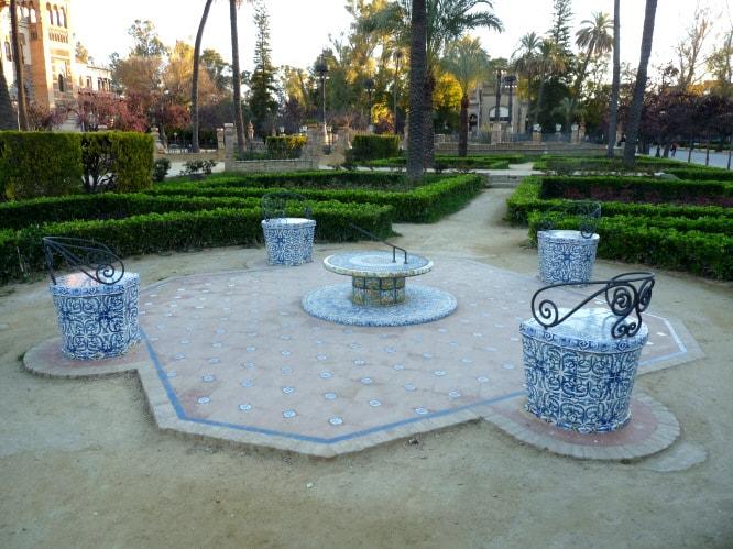 Glorieta del sol, parque de Maria Luisa, Cerámica de Triana,