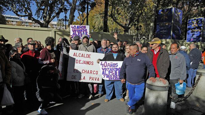 Vendedores Charco de la Pava Foto Diario de Sevilla