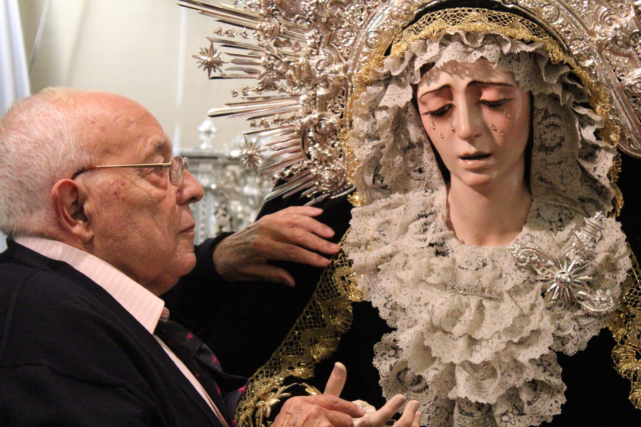Pepe Garduño vestidor de la Virgen María