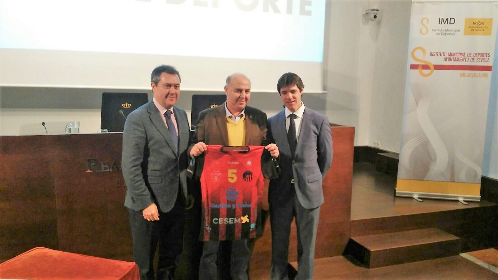 Balonmano Triana firma su adscripción al Programa de Alta Competición del IMD