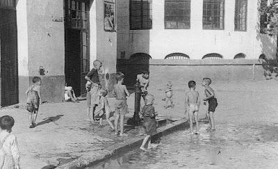 niños, bañandose en Triana