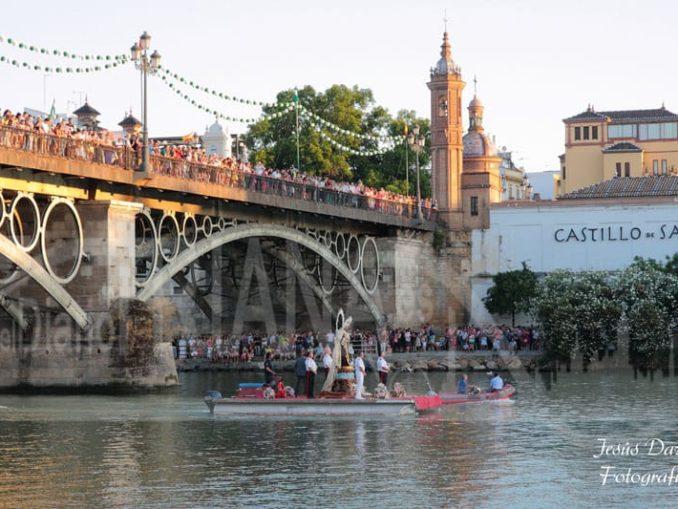 Procesión fluvial Virgen del Carmen Puente de Triana