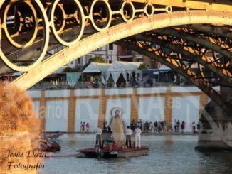 Procesión fluvial Carmen Puente de Triana