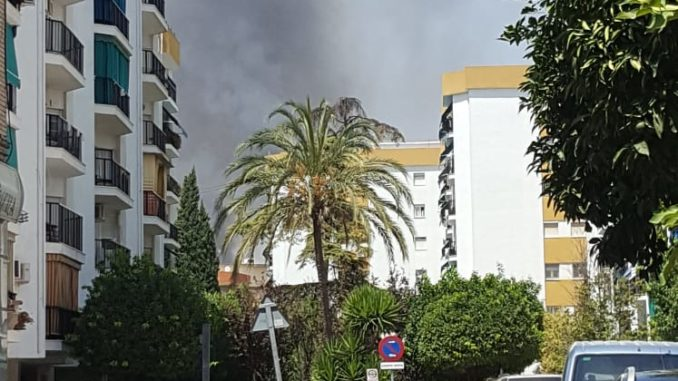 incendio, columna de humo sobre Triana
