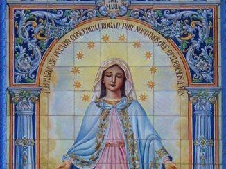 Virgen Medalla Milagrosa, cerámica Triana